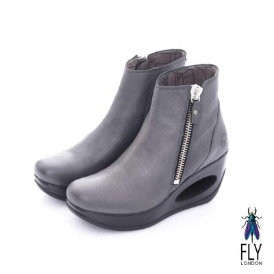 Fly London(女) 融化之冰 簍空鞋跟羊皮拉鍊短筒靴-金屬灰