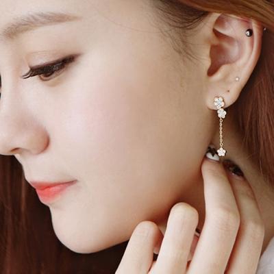 梨花HaNA-韓國925銀皓石花朵雙瓣垂綴耳環銀色