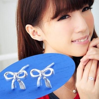 維克維娜 微風慢步。經典俏皮蝴蝶結貼耳 925純銀耳環