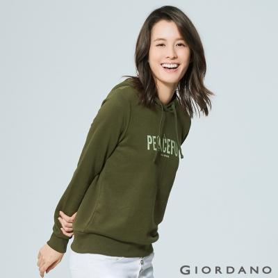 GIORDANO 女裝磨毛圖案印花休閒連帽T恤 - 22 黑暗橄欖綠