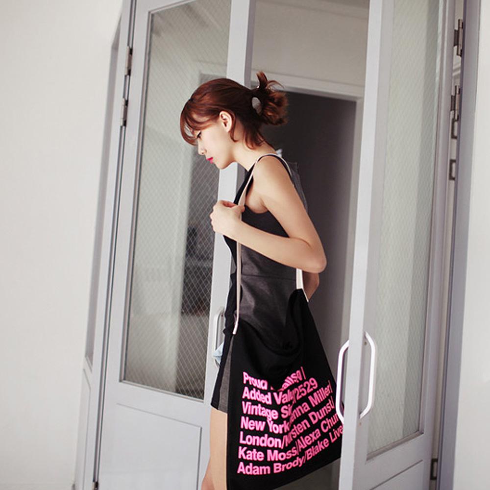 【Style Mentor】簡約設計標語方形包 (黑色)