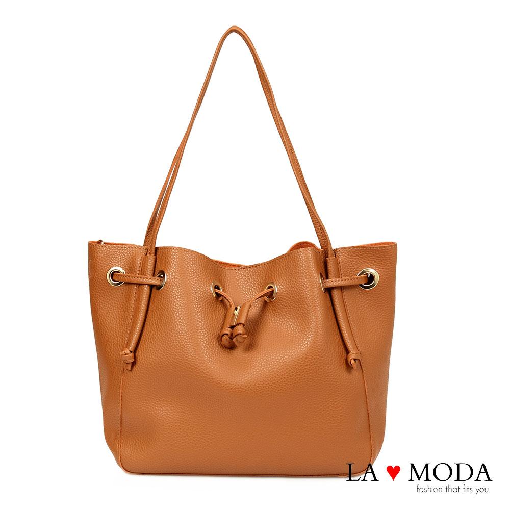 La Moda 出國旅遊必備超大容量多種揹法肩背斜背水桶包(棕)