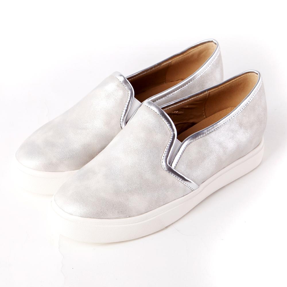 ALLEGREZZA‧舒適時尚‧時尚霧銀內增高圓頭厚底樂福鞋 銀色