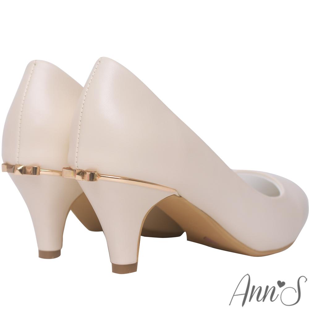 Ann'S細膩羊紋後跟金立體小蝴蝶尖頭低跟包鞋-米白