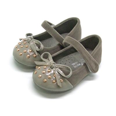 天使童鞋-M902 魅力鉚釘亮面娃娃鞋(小童)-優雅灰