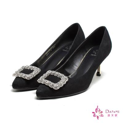 達芙妮DAPHNE-奪目閃耀寶石綴鑽方釦尖頭高跟鞋-細緻黑