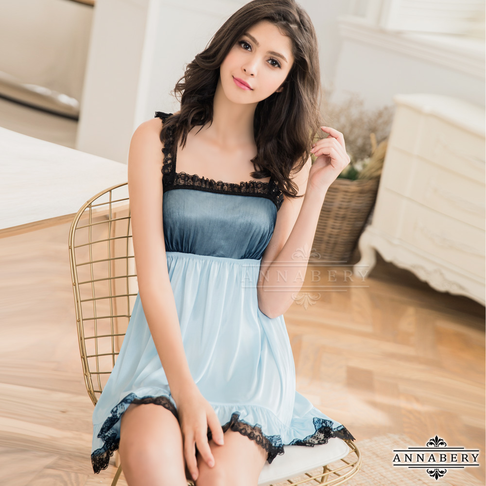 大尺碼Annabery柔緞藍黑蕾絲滾邊平口洋裝式睡衣 藍色 L-2L Annabery
