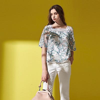 ICHE 衣哲 精緻3D蕾絲雕花縷空刺繡方領設計造型上衣-藍