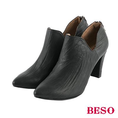 BESO率性英倫 尖頭抓皺曲線深口粗跟鞋~黑
