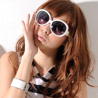 Aimee Toff 石彩裝飾曲線精緻墨鏡(白)