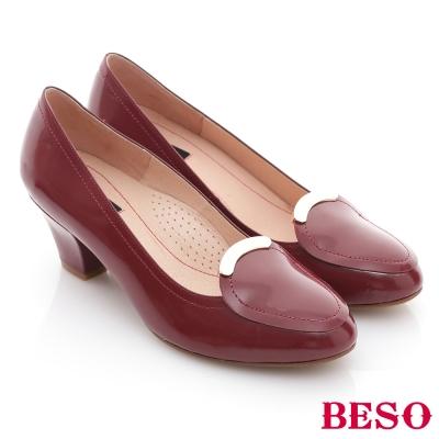 BESO-優雅極簡-鏡面羊皮窩心低跟鞋-紅