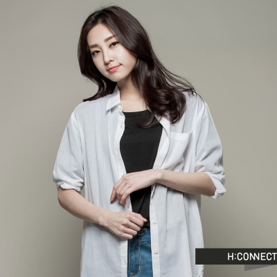 H:CONNECT 韓國品牌 CONNECT系列 女裝-純色素面長版襯衫-白(快)
