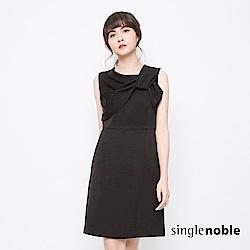 獨身貴族 低調復古抓皺圓領設計洋裝(2色)