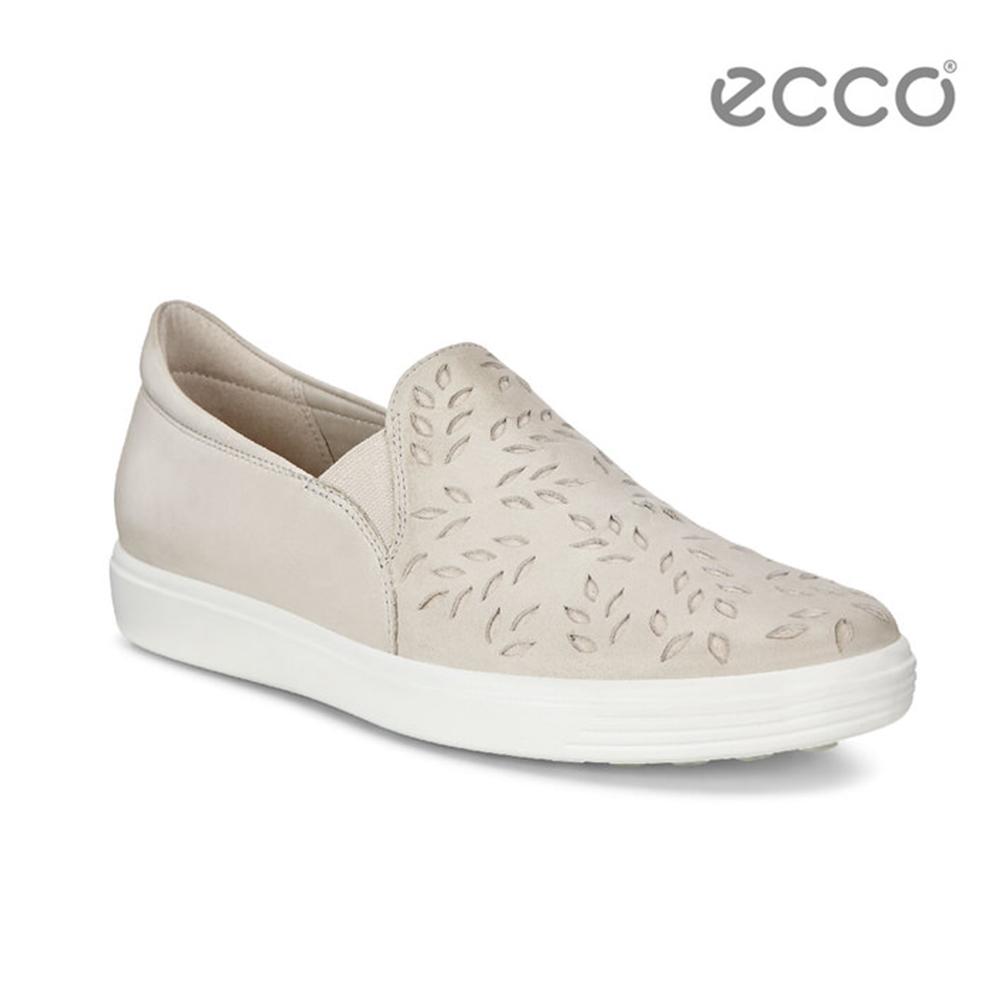 ECCO SOFT 7 LADIES 雕花輕便休閒鞋-米