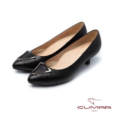 CUMAR法式優雅大金屬裝飾釦尖頭低跟鞋黑
