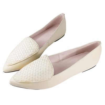 Robinlo Studio 簡約造型牛皮壓紋平底鞋 白