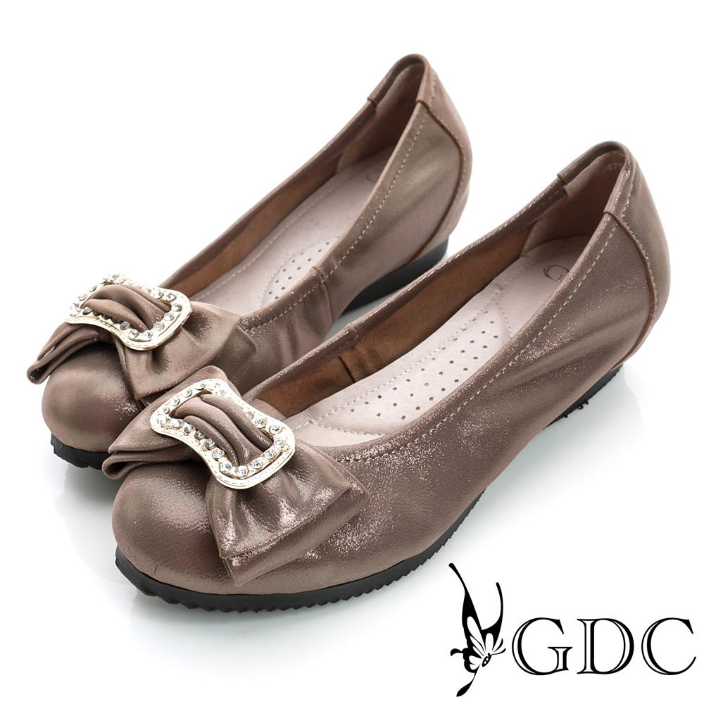 GDC都會-蝴蝶水鑽造型飾扣內增高真皮低跟鞋-深灰色