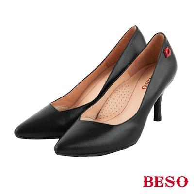BESO摩登女孩 時尚斜口素面紅唇跟鞋~黑