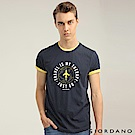 GIORDANO 男裝棉質熱愛旅行印花圓領T恤-04 標誌海軍藍