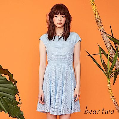 beartwo 花漾洞洞布蕾絲傘型洋裝(二色)