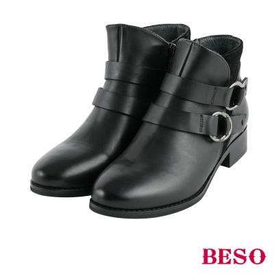 BESO率性造型 雙釦五金穿條全真皮短靴~黑