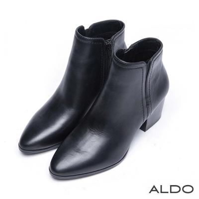 ALDO 原色真皮V字尖頭木紋粗跟靴~尊爵黑色