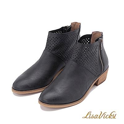 LisaVicky部落客首選洞洞牛皮低跟短靴-黑色