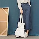 高含棉雙口袋車線下襬腰圍鬆緊寬版牛仔褲-OB嚴選