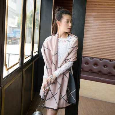 Seoul-Show-不列顛撞色菱格紋仿羊絨圍巾-深灰-粉色