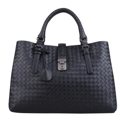 BOTTEGA VENETA 經典小羊皮編織三層扣式手提包(黑)