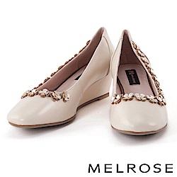 高跟鞋 MELROSE 鉚釘皮花環繞羊皮尖頭楔型高跟鞋-米