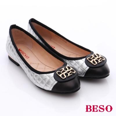 BESO 簡約知性 菱格真皮拼接金屬飾扣低跟鞋 銀