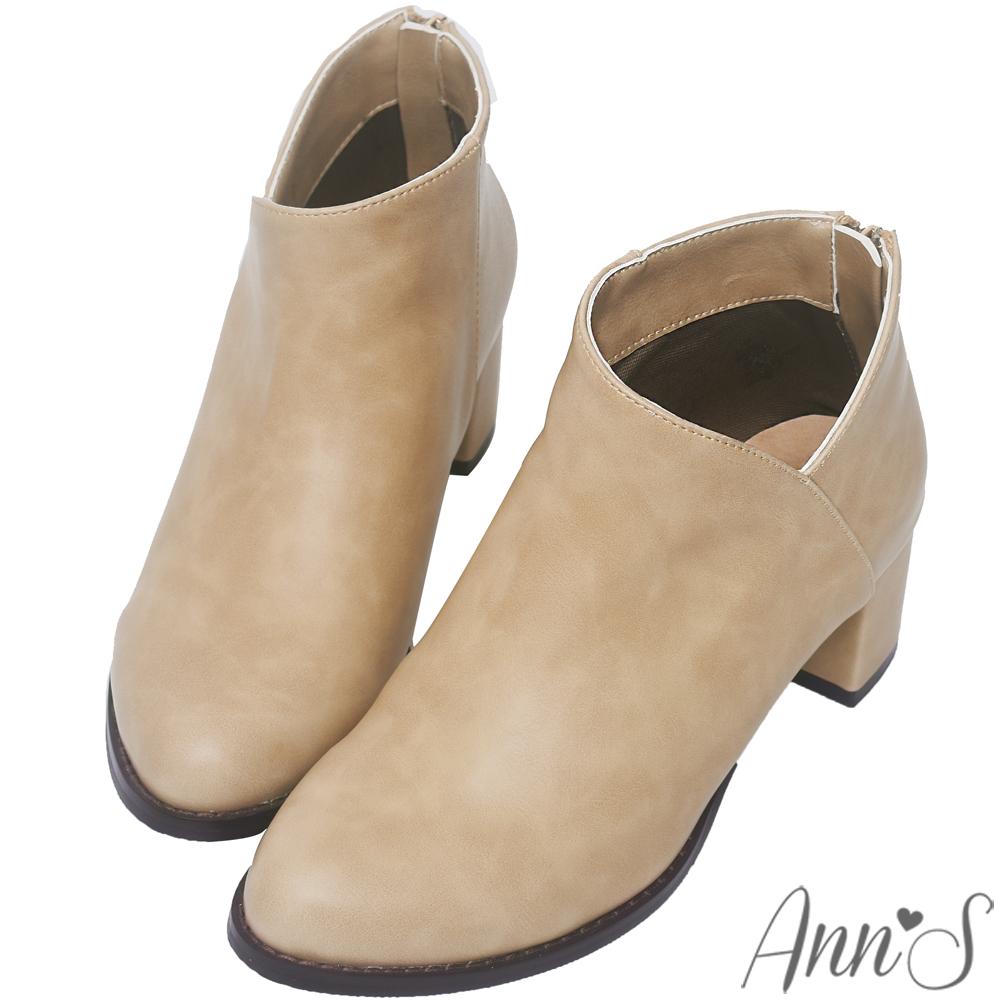 Ann'S纖瘦視覺-側V素面粗跟短靴-杏