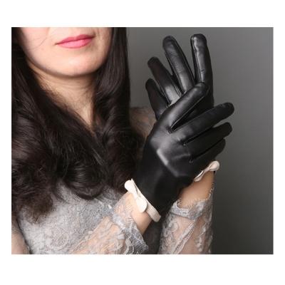 ego life小綿羊皮白蝴蝶結全觸控保暖手套 黑色