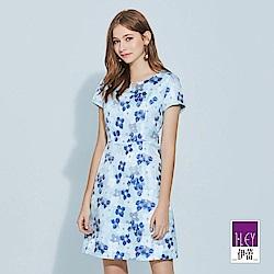 ILEY伊蕾 修身立裁雙色花朵緹織洋裝(藍)