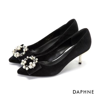 達芙妮DAPHNE 高跟鞋-珍珠鑽飾花圈天鵝絨尖頭鞋-黑
