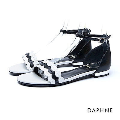 達芙妮DAPHNE 涼鞋-波浪多層寬帶繞踝金屬低跟涼鞋-黑
