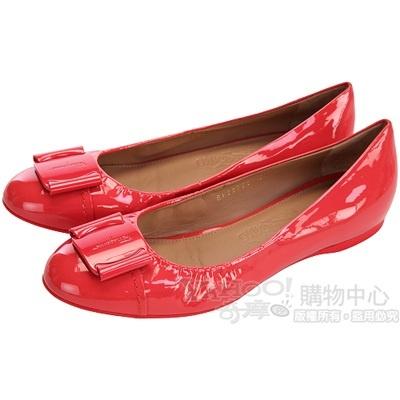 Salvatore Ferragamo 橘紅色方型logo設計漆皮平底鞋