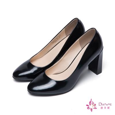 達芙妮x高圓圓 圓漾系列優美利器素面漆皮圓頭粗高跟鞋-細緻黑