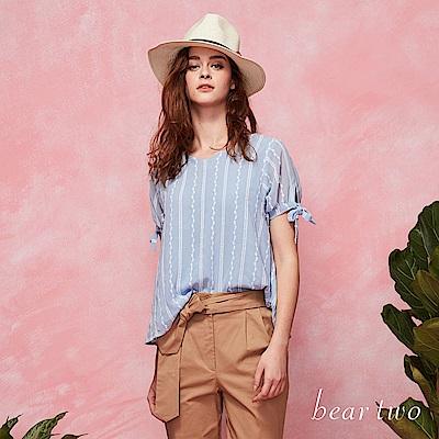 beartwo 細緻織紋布V領短袖上衣 (二色)