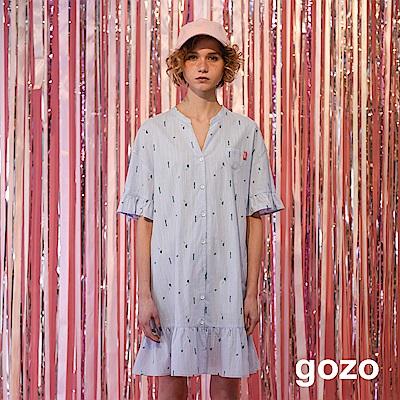 gozo 立領小巧印花波浪擺洋裝(淺藍)
