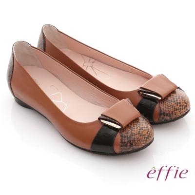 effie 舒適樂活 全羊皮立體釦飾壓紋平底鞋 咖