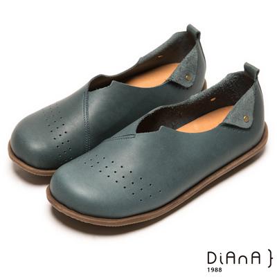 DIANA 時尚樂活--經典透氣孔大圓頭真皮懶人鞋-鐵禦藍