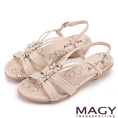 MAGY 夏日甜心 蝴蝶寶石Y字踝帶低跟涼鞋-米色