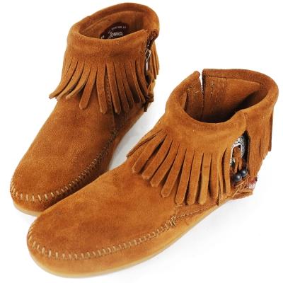 MINNETONKA 咖啡色麂皮羽毛流蘇莫卡辛 女短靴 (展示品)