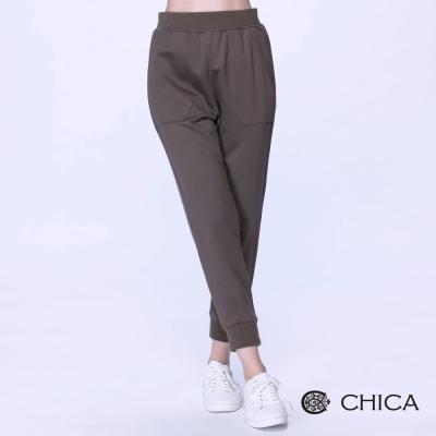 CHICA-潮流運動風兩側口袋裁片縮口長褲-2色