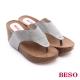 BESO 極簡風格 燙鑽厚底楔型夾腳拖鞋 灰