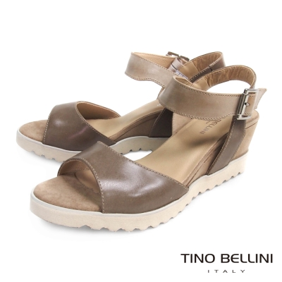 Tino Bellini 西班牙樸實質感繫踝楔型小坡跟涼鞋_駝灰