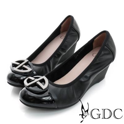 GDC-鞋面拼接橢圓飾扣柔軟真皮楔型中跟鞋-黑色