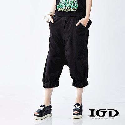 IGD英格麗  都會悠閒風立體剪裁寬管束口七分褲-黑色